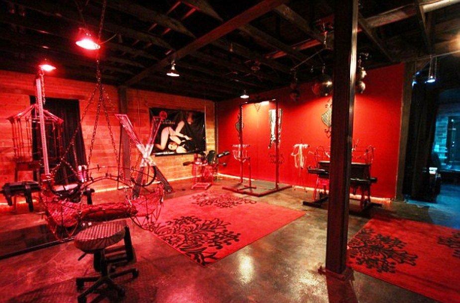 пользуются фото красной комнаты боли изменился актёр